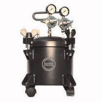 Paint tank / pressure / steel / with agitator