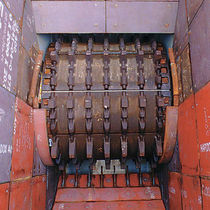 Single-roller crusher / stationary