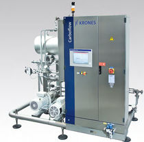 Carbonated beverage production carbonator