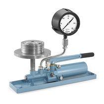 Hydraulic deadweight tester
