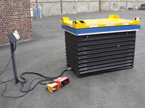 Scissor lift table / hydraulic / with rotary plate / with protective bellows