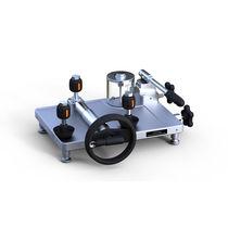 Hydraulic pressure comparator / pressure calibration