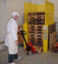 Fixed automatic pallet stacker