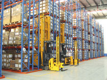 Pallet rack system / narrow-aisle
