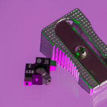 Triaxial accelerometer / piezoelectric / ultraminiature