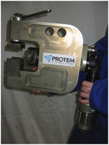 Hand-held chamfering machine / for pipes
