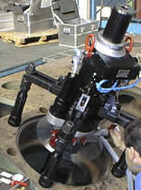 Manually-controlled portable line boring machine