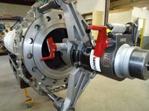 Portable surfacing machine / with bore / for valves and flanges