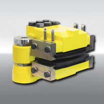 Disc brake caliper / release spring / hydraulic clamping