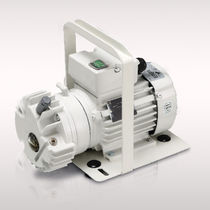 Rotary vane vacuum pump / single-stage / oil-lubricated / industrial