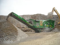 crawler mobile impact crusher 440 HP (328 kW), 106 260 lbs (48 200 kg) | I54 McCloskey International Limited