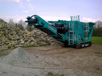 crawler mobile jaw crusher 200 t/h (220 US tph) | Powerscreen® Metrotrak series Powerscreen