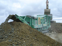crawler mobile jaw crusher 225 HP (165 kw), 31 000 kg | J40 McCloskey International Limited