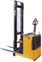 electric counterbalanced stacker max. 1 000 kg, 1 600 - 4 500 mm | ITBC10 H.E.S