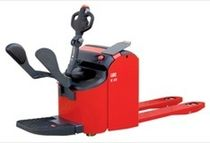 electric pallet truck with rider platform max. 2 200 kg, max. 210 mm | E22 PFR LOC