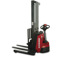 electric pedestrian straddle stacker 2 000 - 2 500 lb | RAS 20/25 Raymond