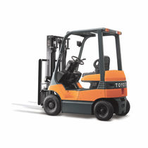 electric pneumatic tire forklift truck 3 000 - 7 000 lbs | 7FB series Toyota Industrial Equipment