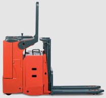 electric stand-on stacker max. 1 200 kg | L 12 LS Linde Material Handling