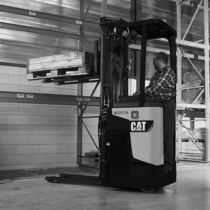 electric stand-on stacker 1.2 - 2.0 t | NSR12-20N/I Cat Lift Trucks