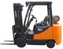 engine powered cushion tire forklift truck (gas, LPG) 4 000 - 6 500 lb Doosan Infracore America Corporation