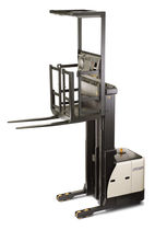 high lift vertical order picker with lifting forks max. 1 250 kg, max. 11 300 mm | SP 3521  CROWN