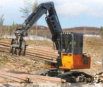 knuckleboom log loader 49 900 lb (22 634 kg), 159 hp (122 kW) | ZX210F-3 Deere-Hitachi Construction Machinery