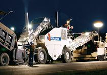 mobile feeder for asphalt pavers 300 HP | SB-1500D Roadtec