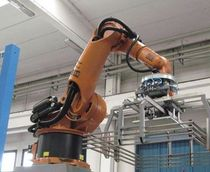 robotic palletizer: articulated type  SACMI Pakim