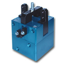 self-centering pneumatic parallel gripper ø 22 - 70 mm, 146° - 166°, max. 6 bar | OM series Omas di Milan Massimiliano & C. s.n.c.