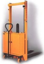 semi-electric stacker 1 000 - 1 200 kg, 1.6 - 3 m | SM/UNP  Alberto Ruggeri