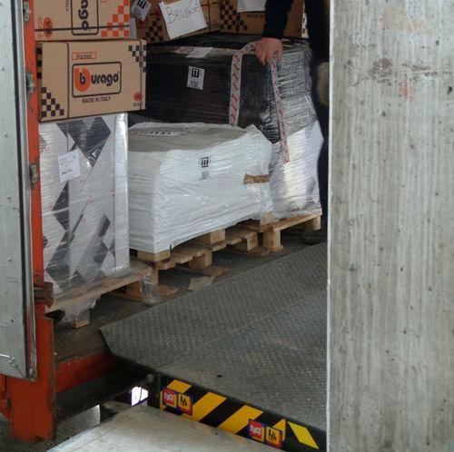 electro-hydraulic loading ramp