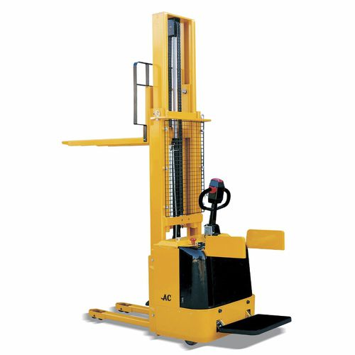 electric stacker truck / stand-on