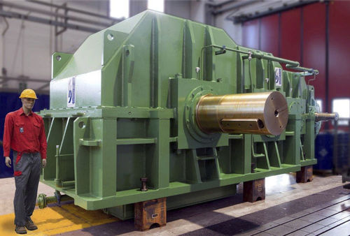 parallel-shaft gear reducer / for the cement industry