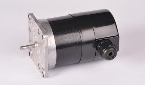 AC motor / three-phase / single-phase / synchronous