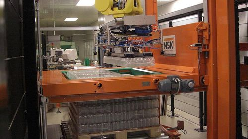 layer palletizer / robotic / package / for bottles