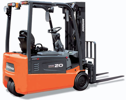3-wheel electric forklift truck 3 000 - 4 000 lb Doosan Infracore America Corporation