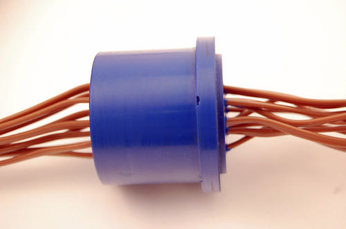 cable feedthrough / for cryogenic applications
