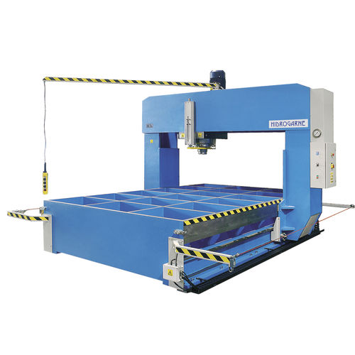 hydraulic press / straightening / traveling-head / bridge
