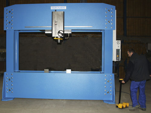 Hydraulic press / forming / IP55 / ship construction FLV-300 E HIDROGARNE