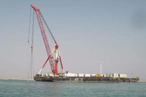 barge crane / swing-arm / for offshore applications / ship loading