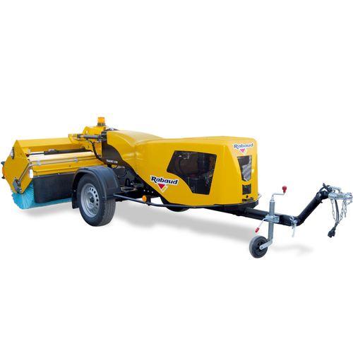 trailer-mounted sweeper / hydraulic / diesel