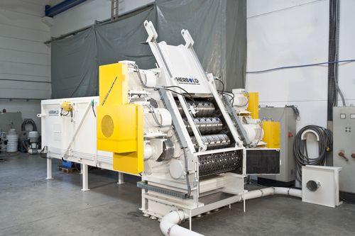 four-shaft shredder / for pipes / rugged