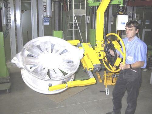 Manipulator with hook / positioning / for materials handling / for wheels PN Ergo Scaglia Indeva