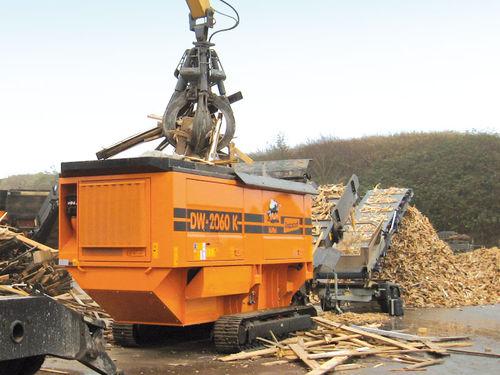 single-shaft shredder / for wood / mobile