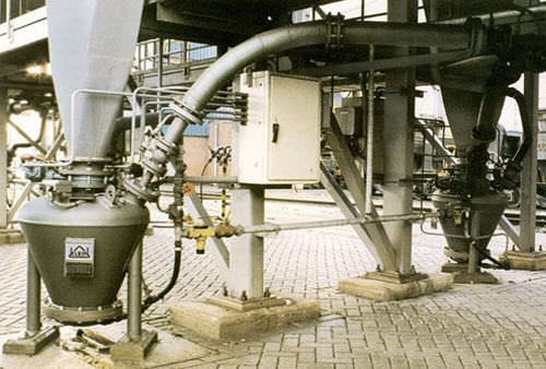 Positive-pressure pneumatic conveying system / for powders S KLEIN