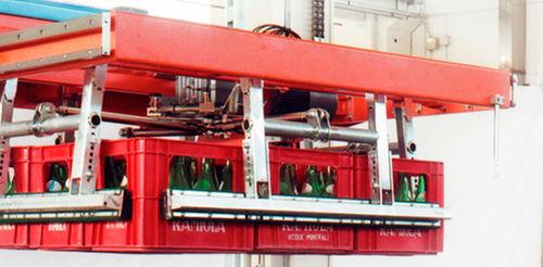robotic palletizer / case / handling / plastic crates
