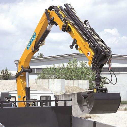 truck-mounted crane / swing-arm / hydraulic / lifting
