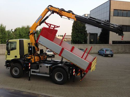 truck-mounted crane / swing-arm / construction / hydraulic