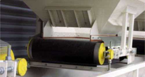 solids dispenser / volumetric / belt / automatic