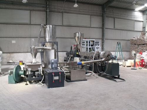 co-rotating twin-screw extruder / compounding / for black masterbatch